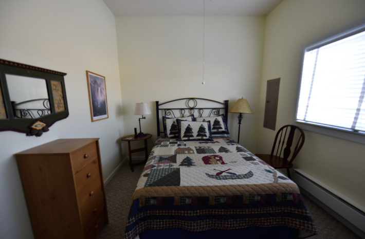 O'Carroll's Yellowstone House Room Image